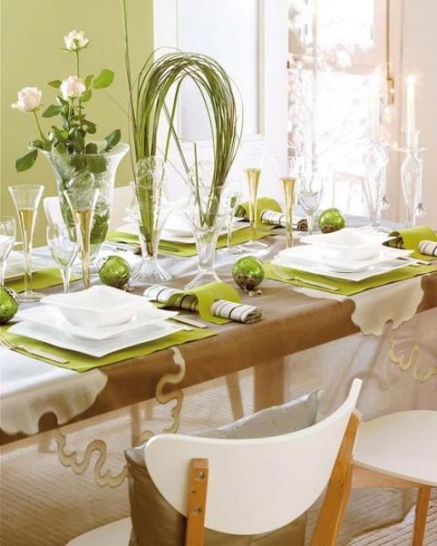 Бело-зеленое украшение стола